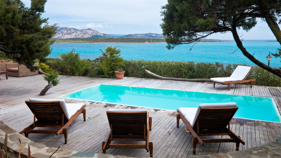 location villa sardaigne avec piscine. Black Bedroom Furniture Sets. Home Design Ideas