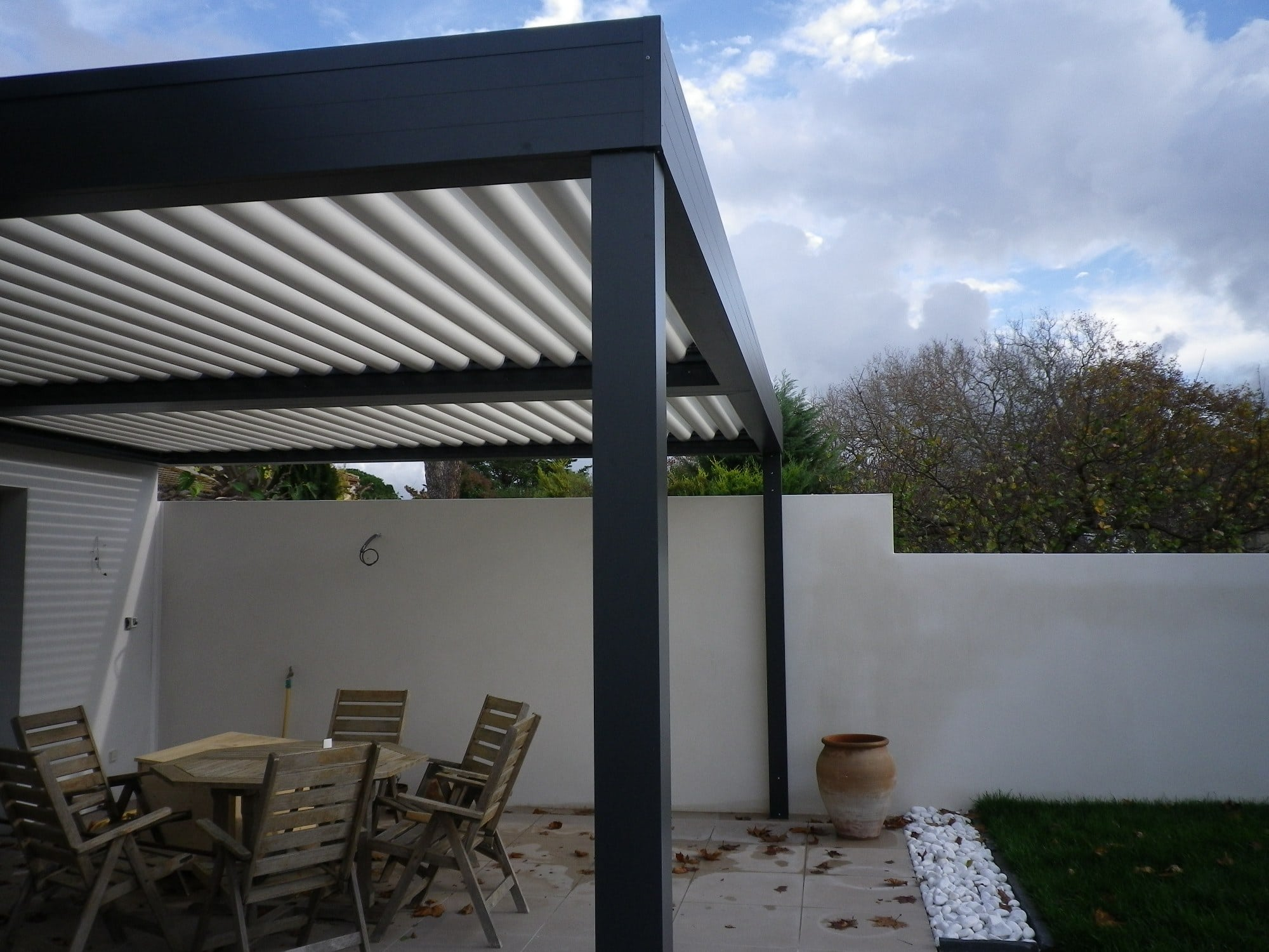 pergola aluminium lames orientables. Black Bedroom Furniture Sets. Home Design Ideas