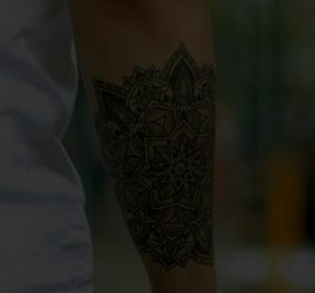 Tatouage bracelet avant bras homme