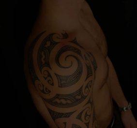 Tatouage homme polynésien