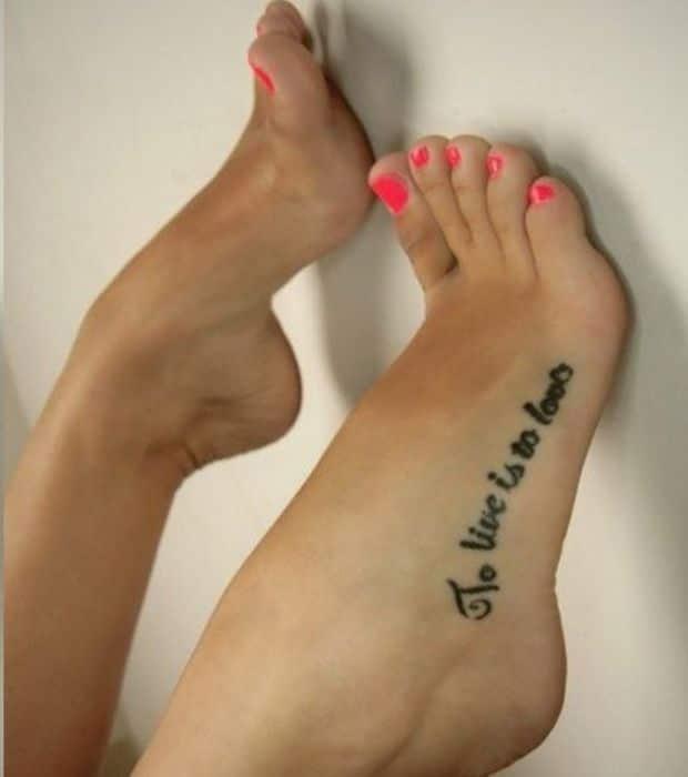 Tatouage pied phrase - Tatouage pied homme ...