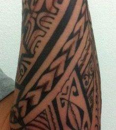 Tatouage polynesien avant bras homme