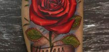 Tatouage rose pour homme
