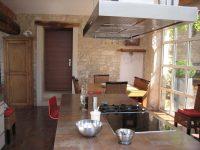 cuisine moderne dans maison ancienne