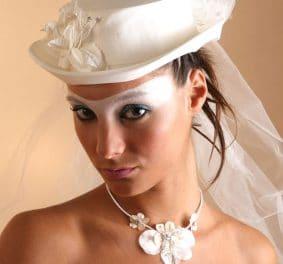 Coiffure mariage avec chapeau