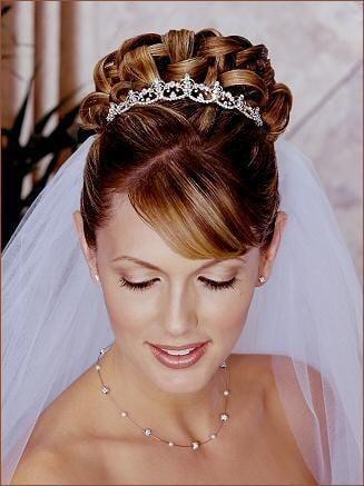 Coiffure mariage cheveux mi long avec diademe
