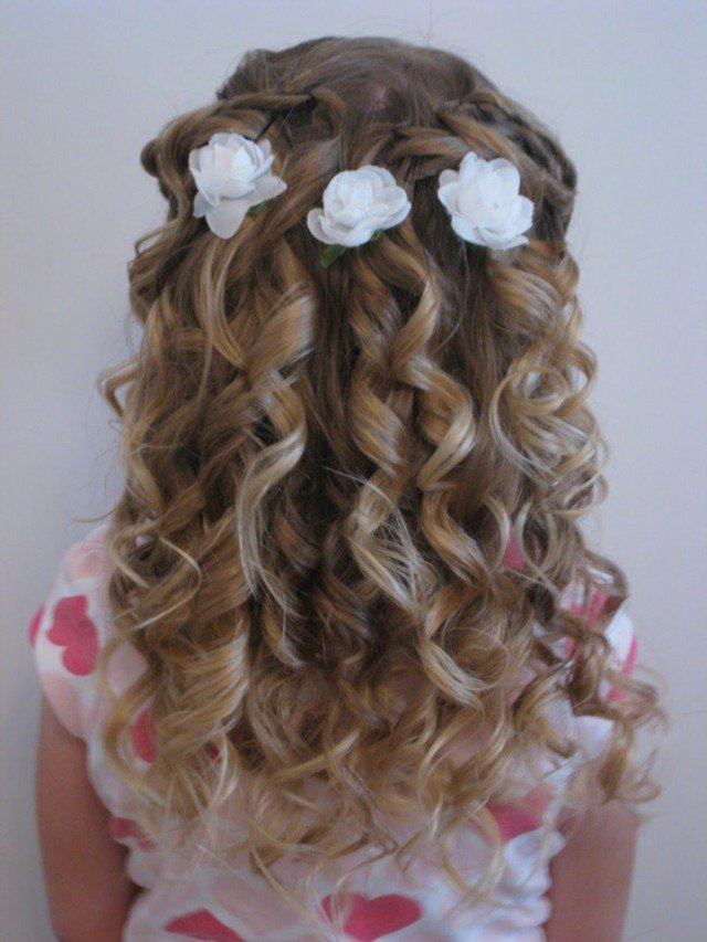 Idee Coiffure Petite Fille Pour Mariage
